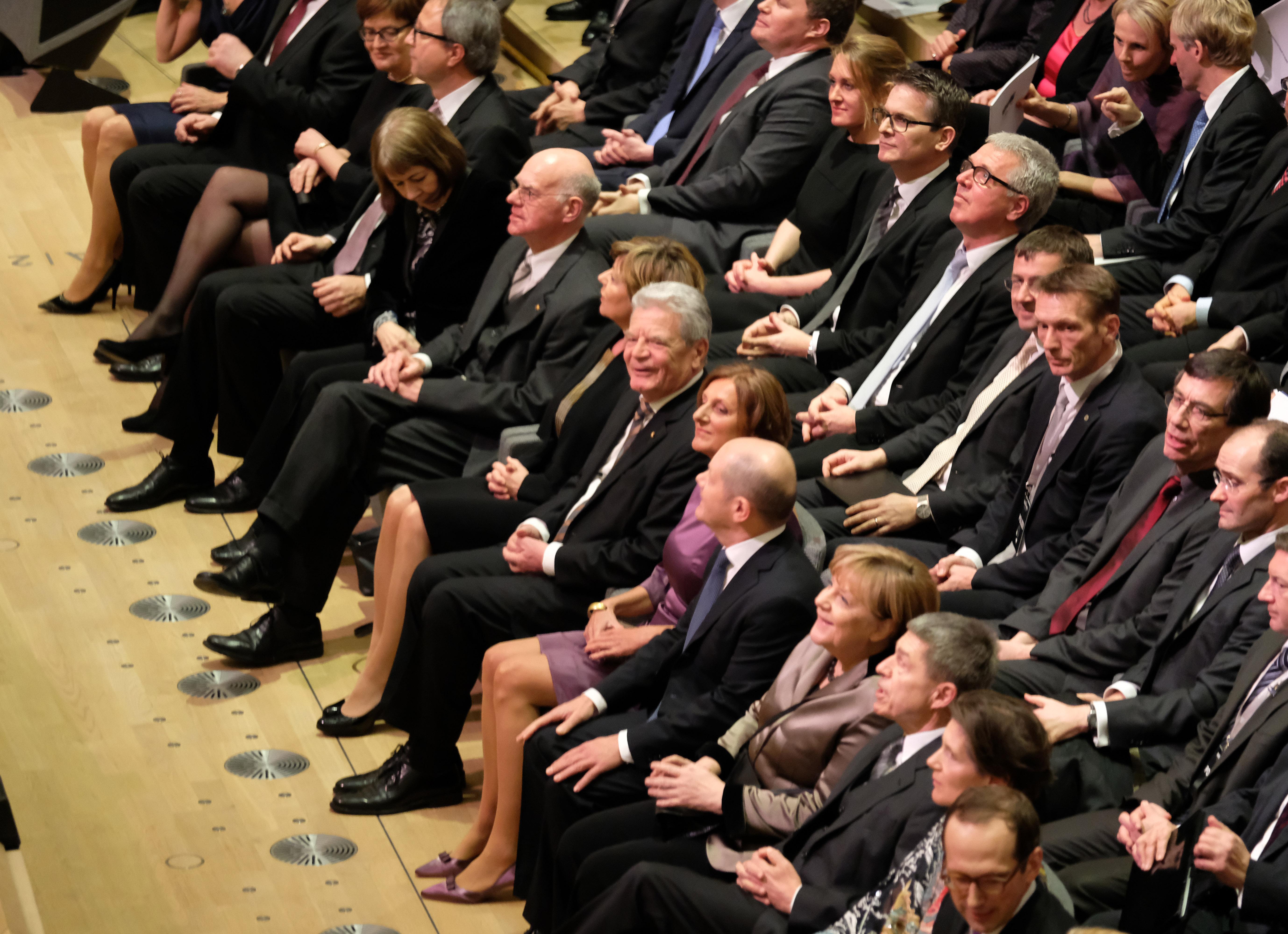 Zum Festakt war viel Prominenz geladen. Unter ihnen der deutsche Bundespräsident Gauck sowie die Bundeskanzlerin Angela Merkel. (Bild: Michael Zapf)