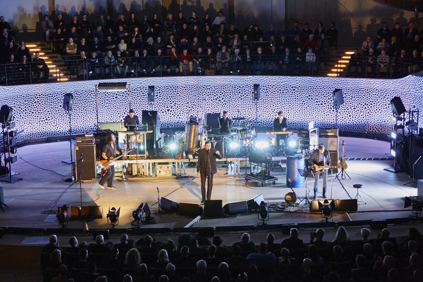 Das Kontrastprogramm: Am 21. Januar 2017 gastierte die ehemalige Punkband «Einstürzende Neubauten » im grossen Konzertsaal. (Bild: Claudia Hoehne)