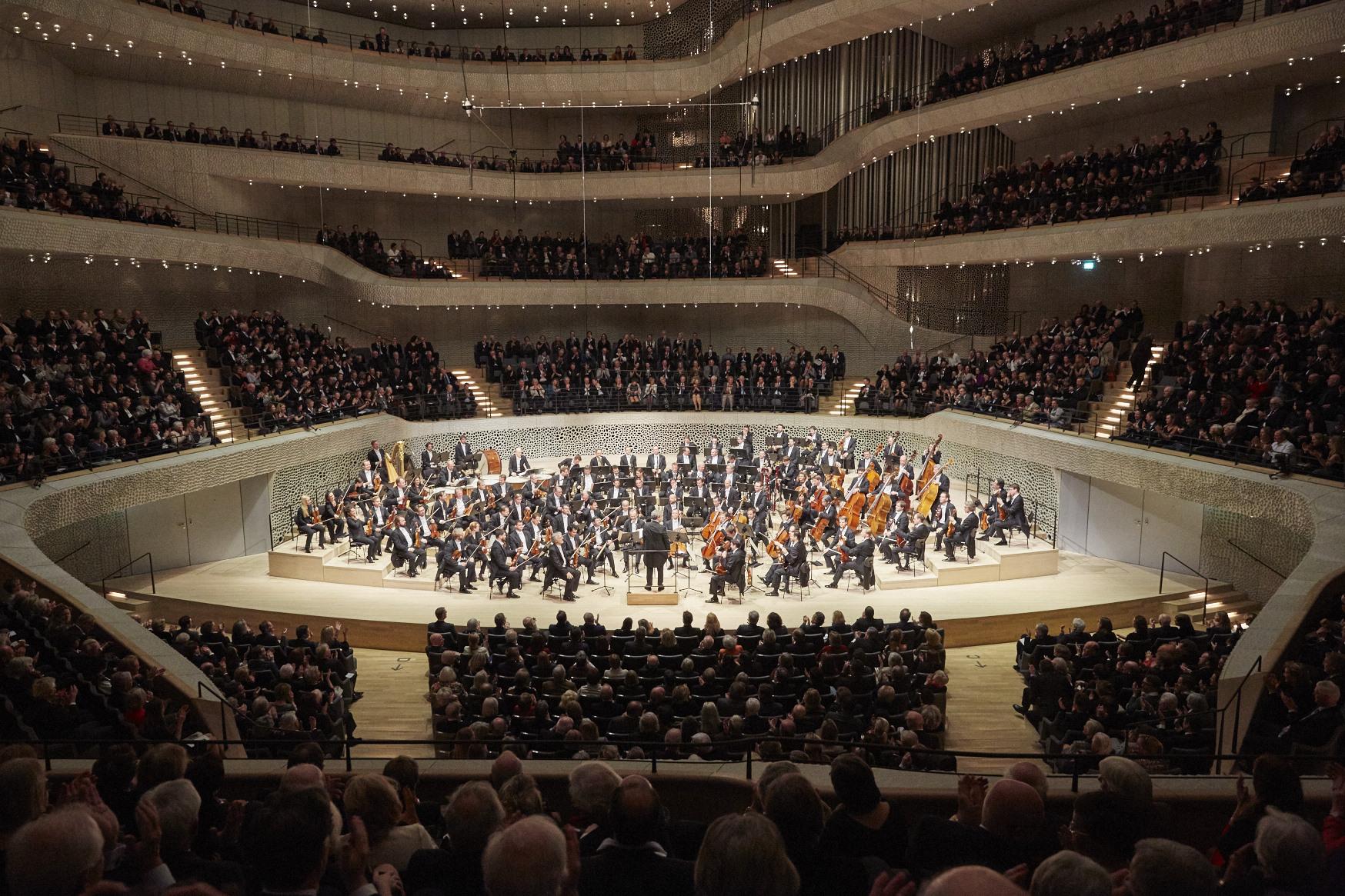 Im grossen Konzertsaal finden 2100 Besucher Platz. Jeder Zuhörer ist hier nur 30 m vom Dirigenten entfernt. (Bild: Claudia Hoehne)